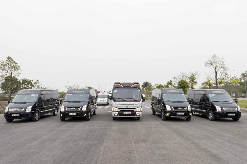Lựa chọn dòng xe Dcar Limousine 10 chỗ cũng rất thích hợp cho đoàn 5-7 người.